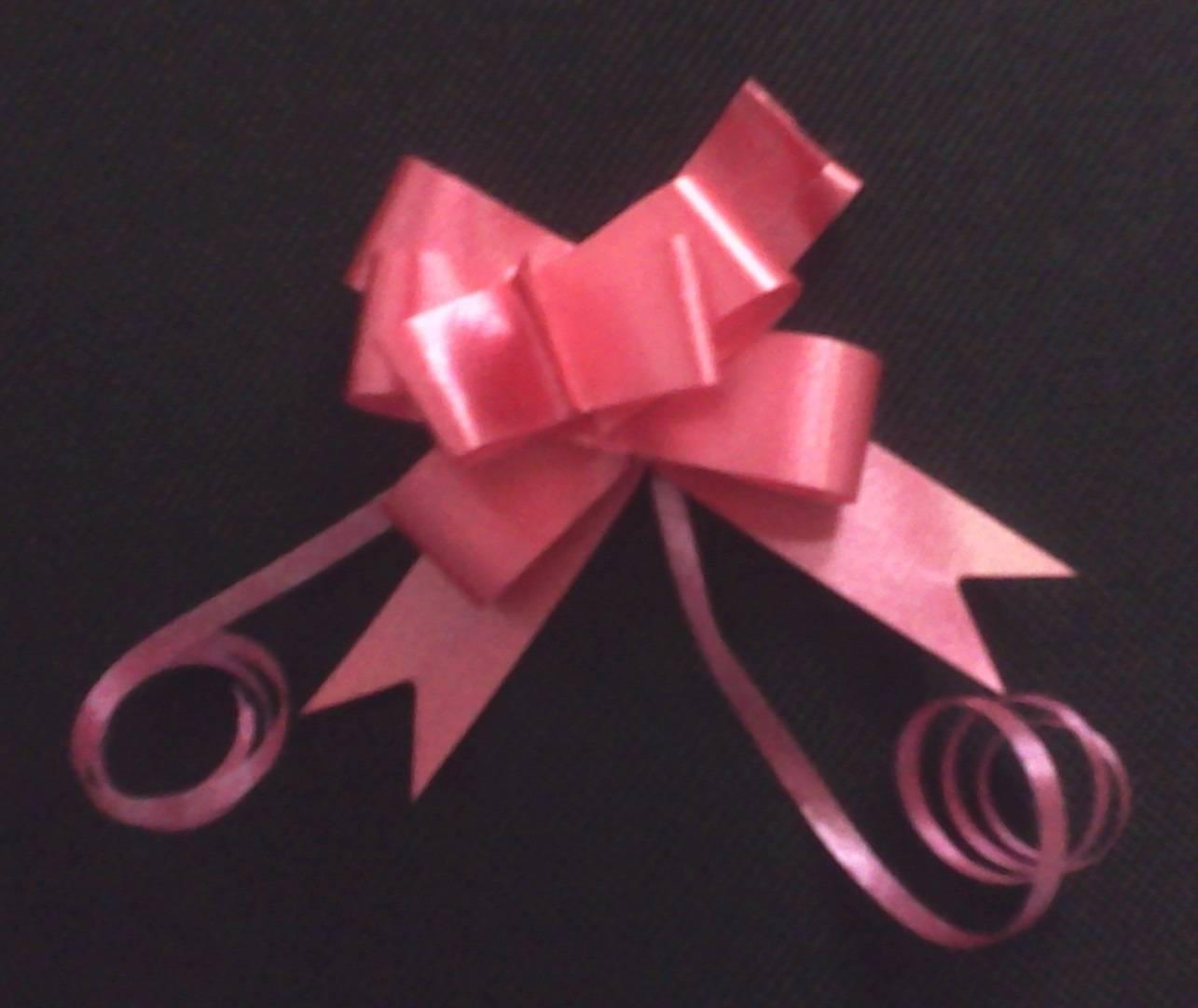 cfe5a5af7b01 Cómo hacer un moño con cinta de regalo - Innatia.com